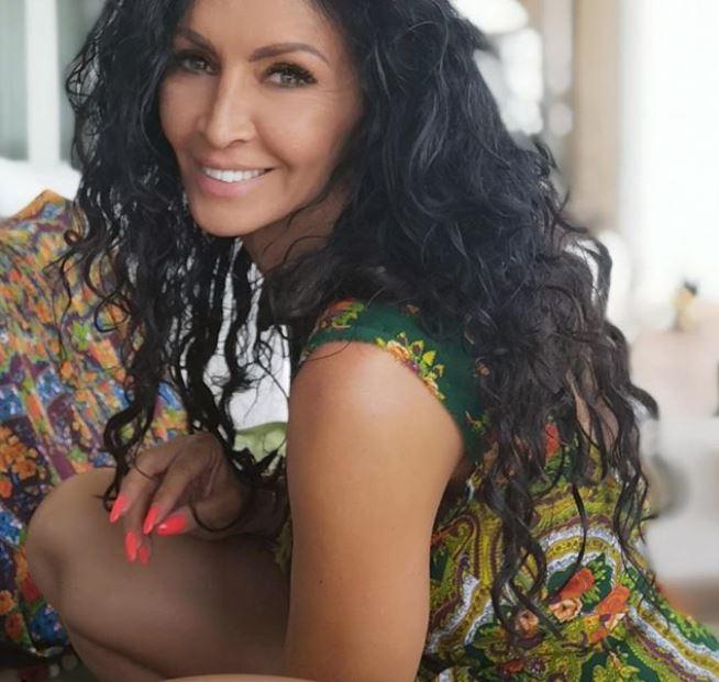 Mihaela Rădulescu, mai sexy ca niciodată, în grădină. Nu a mai fost văzută niciodată așa. Fanii au fost uimiți de noile fotografii cu vedeta