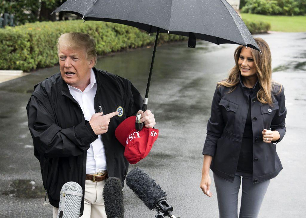 Donald Trump a tinut umbrela doar pentru el