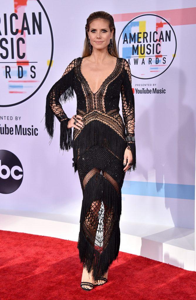 Heidi Klum a ales negrul si transparenta