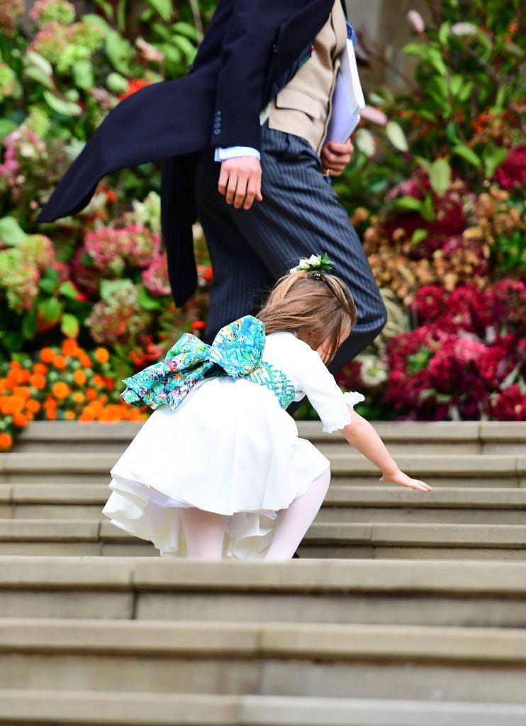 la un moment dat, Charlotte s-a impiedicat si a fost la un pas sa cada pe scari