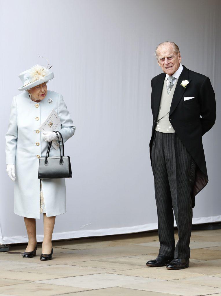 pana la urma, la nunta a venit si printul Philip, alaturi de regina Elisabeta