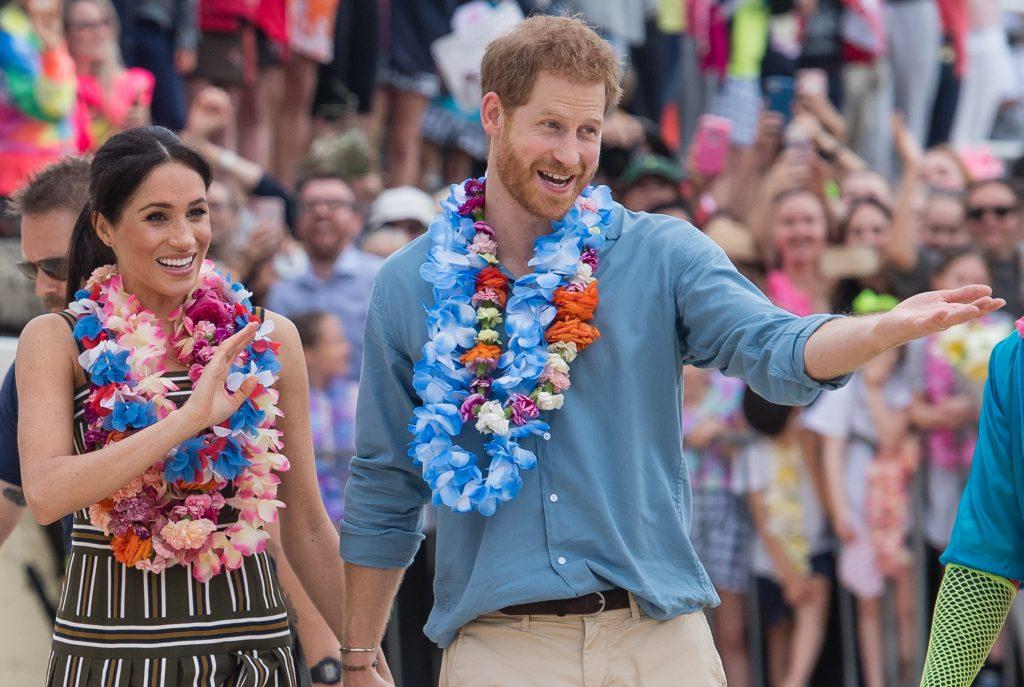 Meghan Markle și Prințul Harry au înfuriat-o la culme pe regină. N-au ținut cont de nicio etichetă regală și au încălcat grav protocolul. Iată cum au fost fotografiați