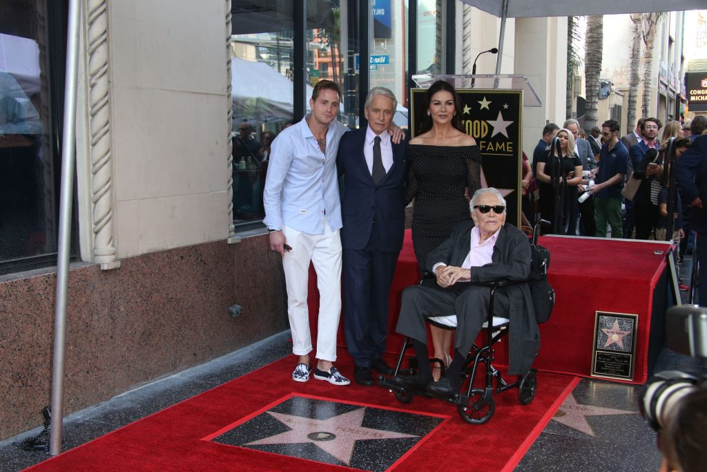 Kirk Douglas are 101 ani si e strabunic
