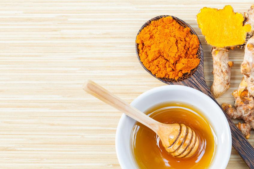 Măști de față cu miere cu efect antirid. Încearcă-le și tu!