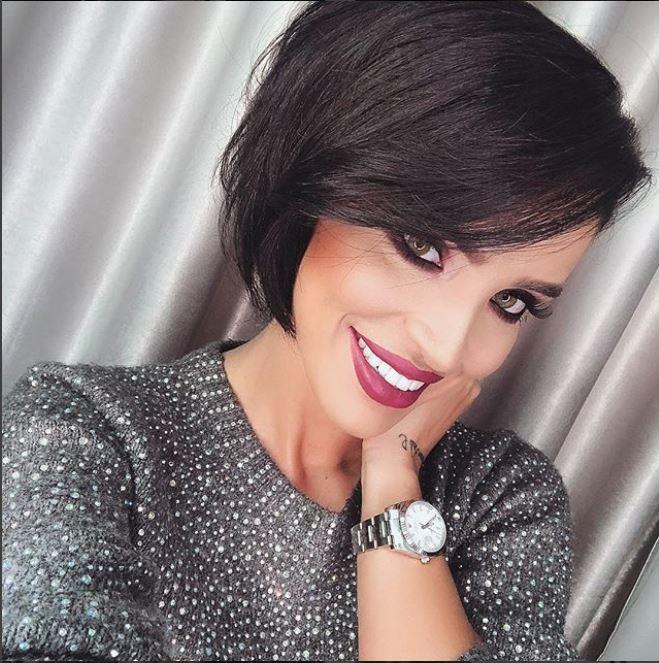 Adelina Pestritu a fost desemnată cel mai bun influencer din România în 2019. Cum și-a făcut apariția pe scenă pentru a-și ridica premiul