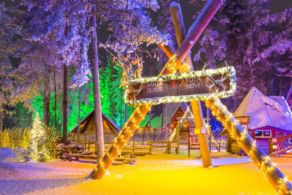 Laponia, țara lui Moș Crăciun. Satul lui Moș Crăciun, decorat de Sărbătoare