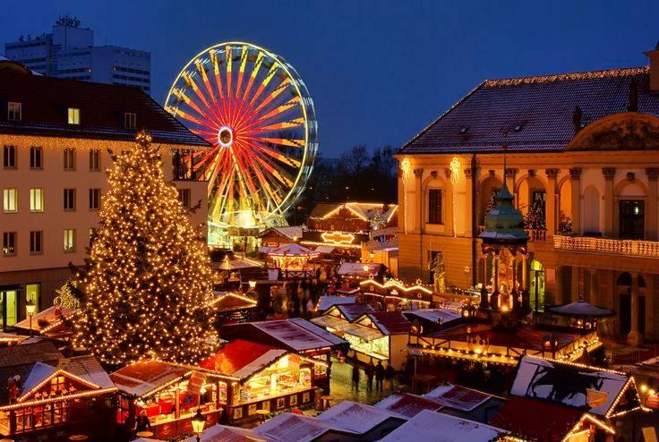 Luminițe, culori, mâncare, muzica live și dans, acestea sunt ingredientele principale ale sărbătorii târgului maghiar.
