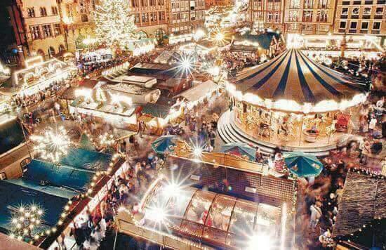 Organizat pentru prima oară în 1570, Târgul de Crăciun din Strasbourg este cel mai vechi din Franța și unul dintre cele mai populare din Europa. Vizitatorii se pot bucura de peste 300 de căsuțe în 12 locații diferite din oraș, majoritatea aflându-se în jurul catedralei gotice. Sunt peste 2 milioane de vizitatori în fiecare an.