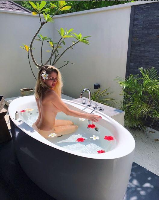 """Nu are pic de rușine! Cum s-a pozat Andreea Bănică în vacanță. Fanii sunt șocați: """"Asta e poza de femeie serioasă, căsătorită cu doi copii?"""