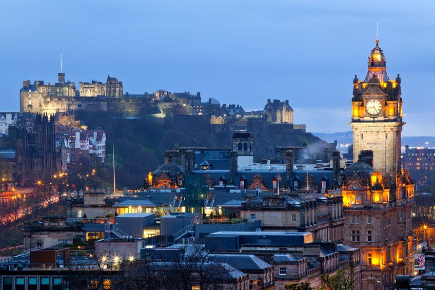 Castelul Edinburgh veghează asupra orașului