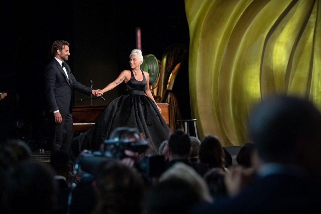 Lady Gaga și Bradley Cooper, extrem de senzuali la premiile Oscar