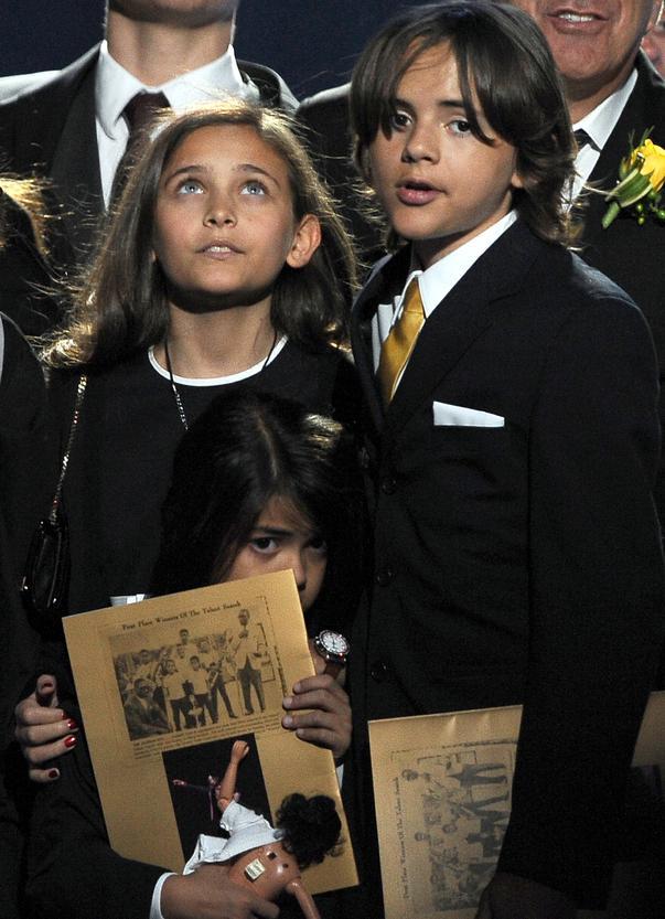 Cum arată femeia care i-a adus pe lume doi copii lui Michael Jackson. Frumoasa Paris seamănă perfect cu mama ei