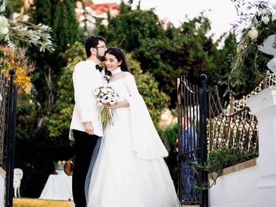 """O artistă de la noi s-a căsătorit în mare secret: """"Am spus «Da» în Paradis. Secretul din spatele rochiei ei de mireasă"""