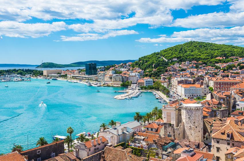 În orașul Split poți vizita ruinele palatului lui Diocletian