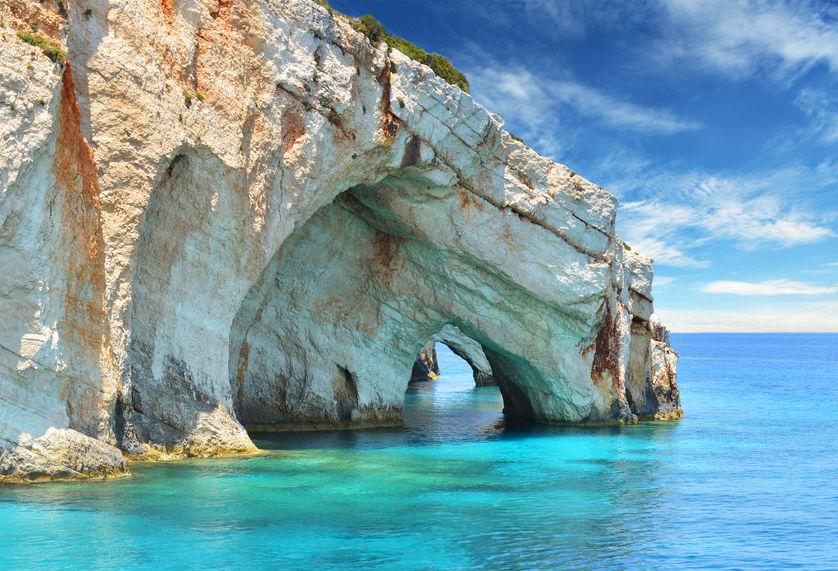 Grotele Keri din Zakynthos, apa de un albastru infinit