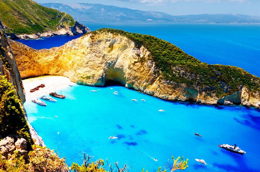 Locuri pe care să le vezi neapărat în Zakynthos: Plaja Navagio, locul naufragiului