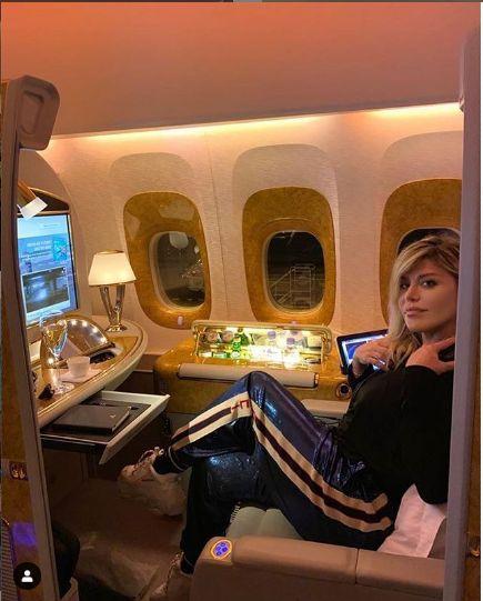 in timpul calatoriei cu avionul, la intoarcerea in tara