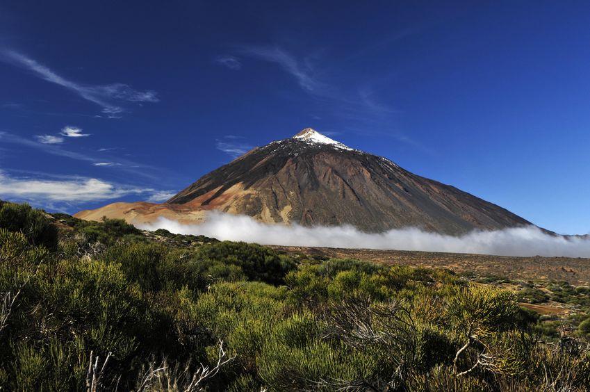 Vârful înzăpezit al muntelui Teide, Tenerife