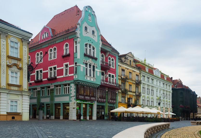 Timișoara. Case colorate în stil baroc în Piata Unirii