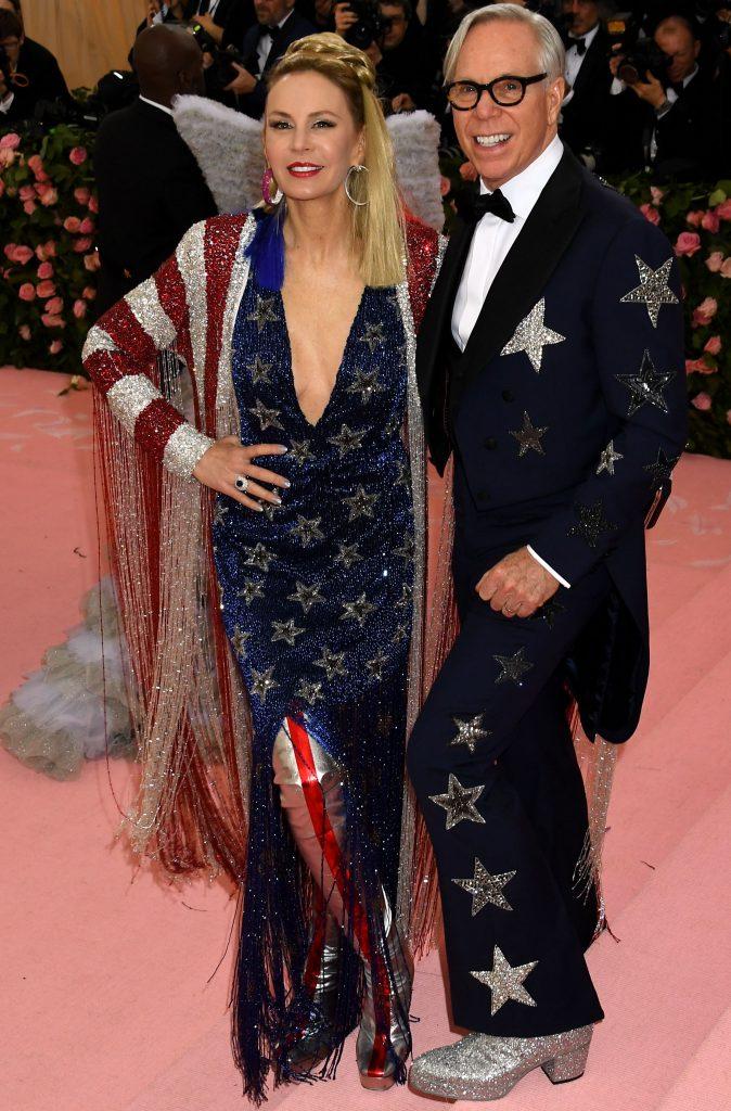 Creatorul de moda Tommy Hilfiger si Dee Ocleppo