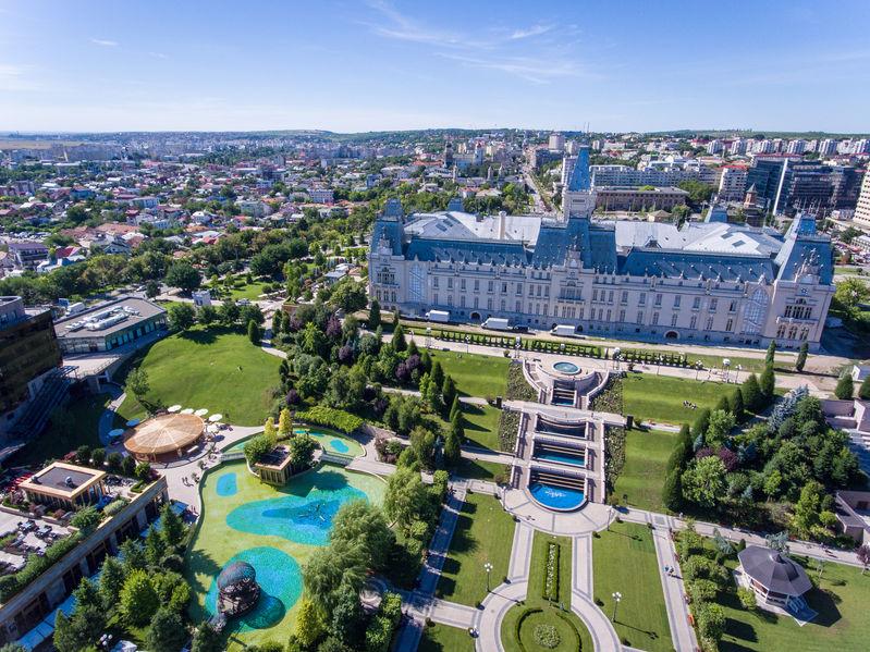 Iași. Palatul Culturii și parcul cu fântâni