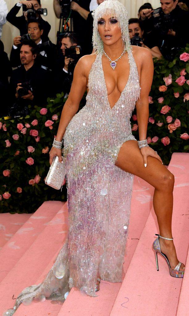 Jennifer Lopez, sexy pana in maduva oaselor
