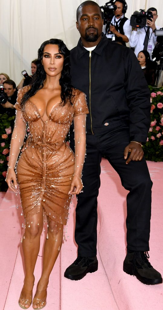 Kim Kardashian si look-ul sau ud