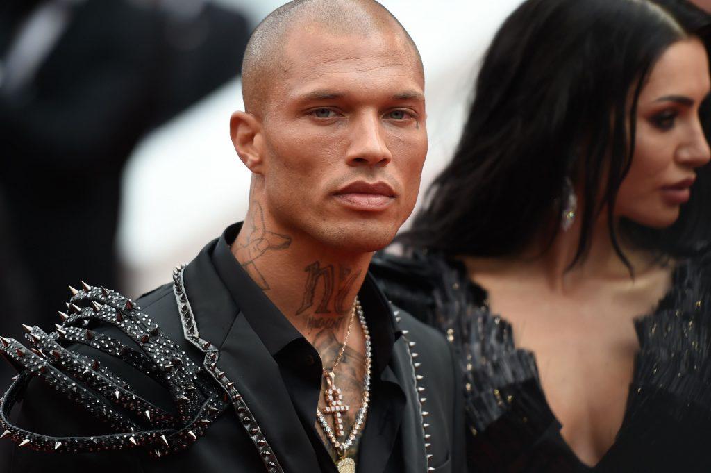Apariție neașteptată! Cel mai sexy infractor a venit la Festivalul de la Cannes, la braț cu o româncă celebră. Frumoasa brunetă a atras toate privirile