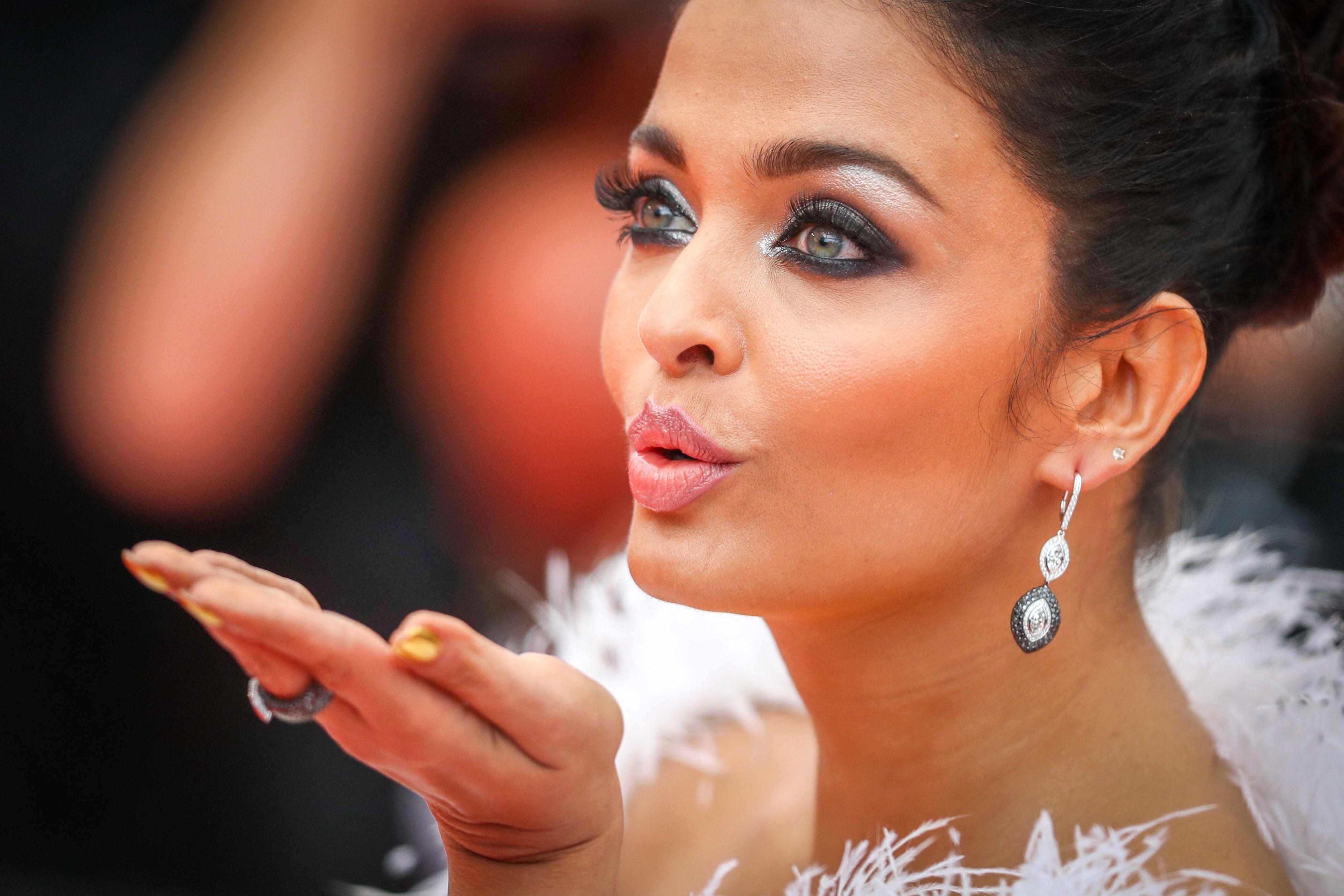 Actriţa indiană Aishwarya Rai Bachchan, diagnosticată cu COVID-19, a fost spitalizată