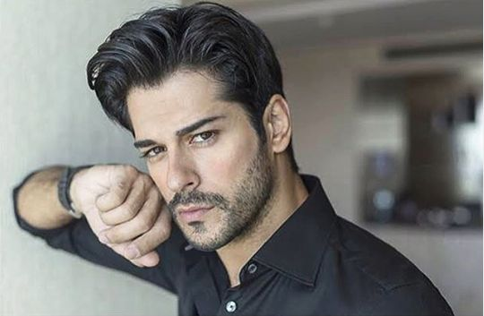 Burak Ozcivit are 34 de ani