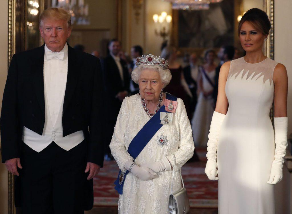 regina a purtat si ea tiara