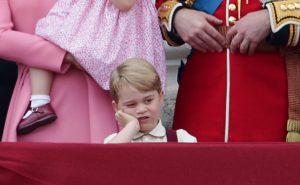 printul George, la fel de plictisit ca bunicul sau, la aceeasi varsta