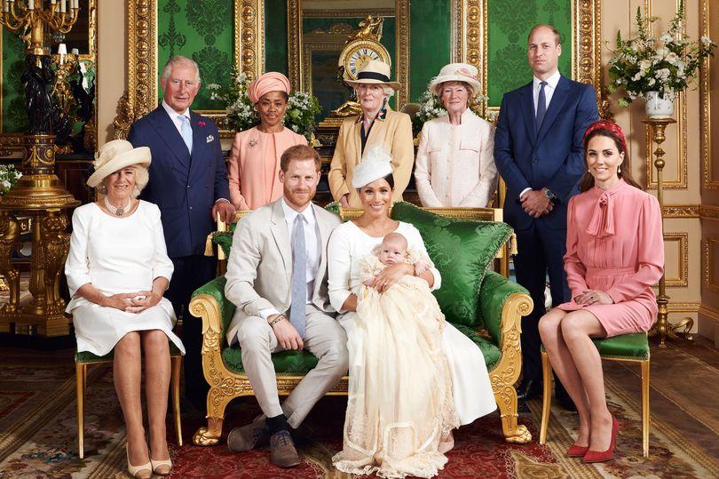 Cel mai frumos tribut adus prințesei Diana de prințul Harry la botezul micuțului Archie. Detaliul din portretul de familie care a atras atenția tuturor