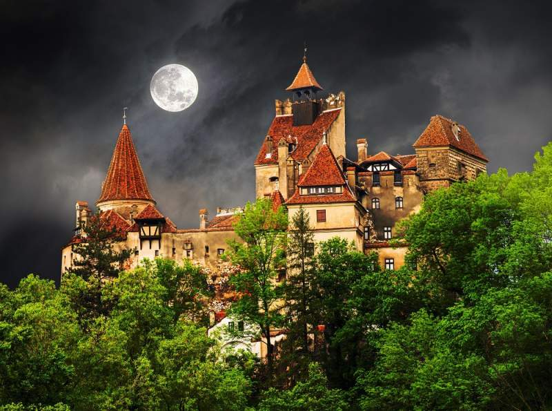 Obiective turistice in Brașov - Castelul Bran - cunoscut și drept Castelul lui Dracula