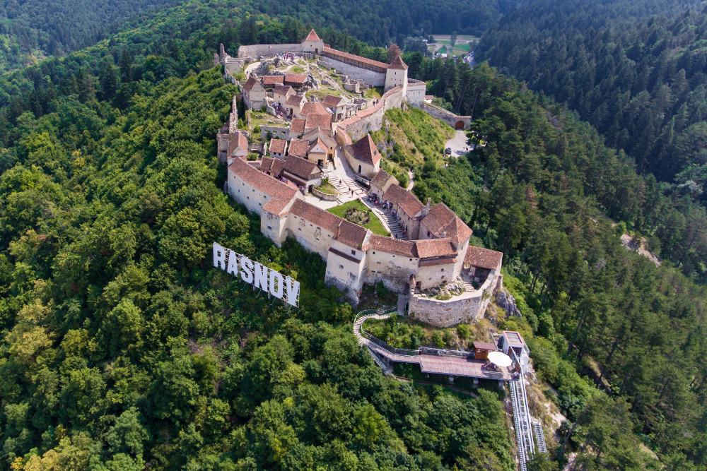 Obiective turistice in Brașov - Cetatea Râșnov - cea mai veche cetate din orașul Râșnov
