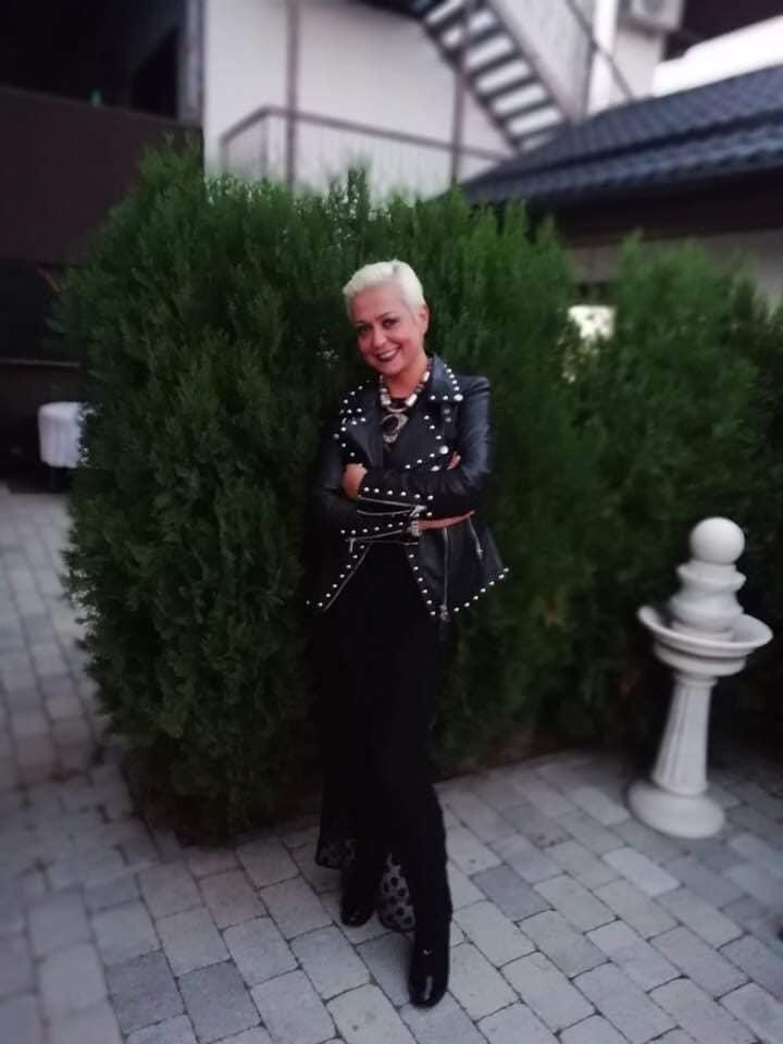 Monica Anghel si-a schimbat si garderoba