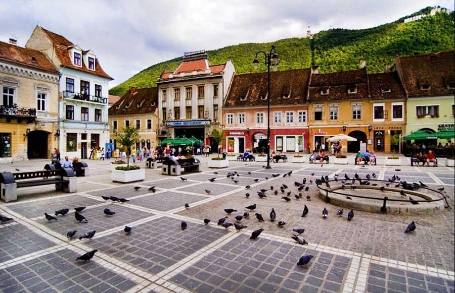 Obiective turistice in Brașov - Piața Sfatului - cel mai vizitat loc din Brașov