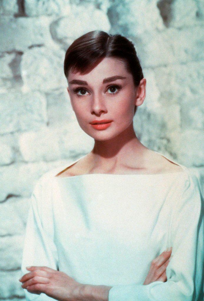 O să rămâi mut de uimire! Cum arată nepoata lui Audrey Hepburn. Are 25 de ani și seamănă perfect cu bunica ei