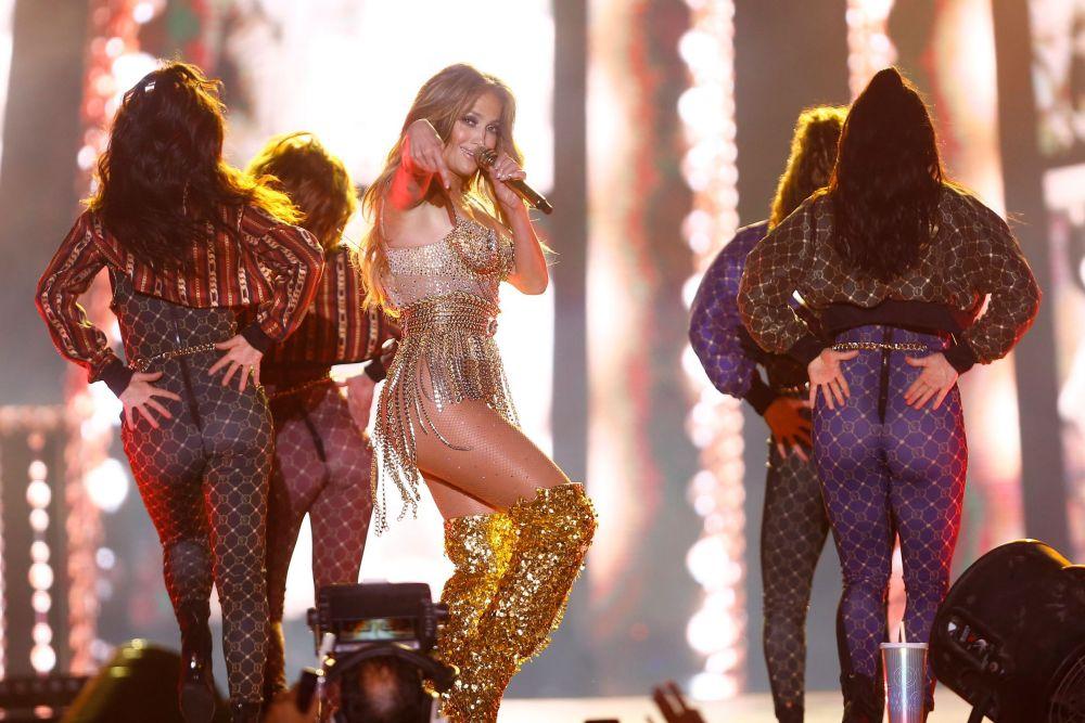 J Lo a implinit recent 50 de ani