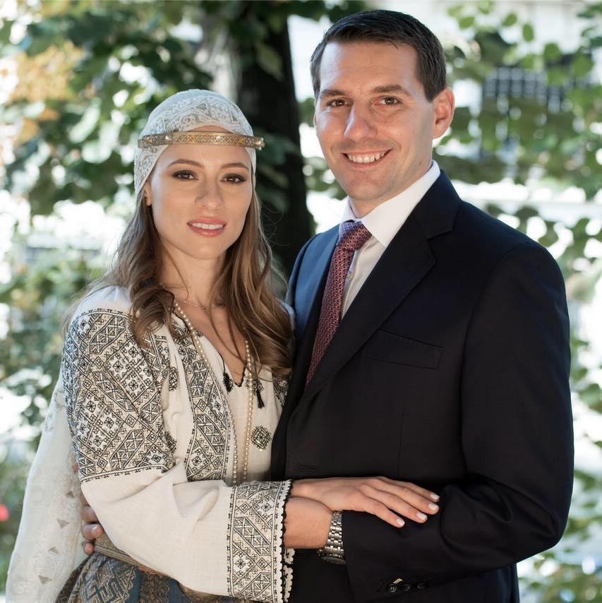 Soția fostului principe Nicolae promovează România într-o revistă din Franța