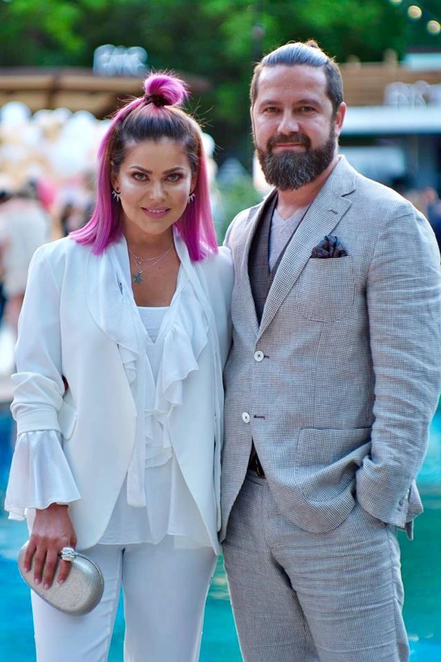 Mihaela Marinache si Razvan Constantinescu s-au logodit dupa 16 ani de relație