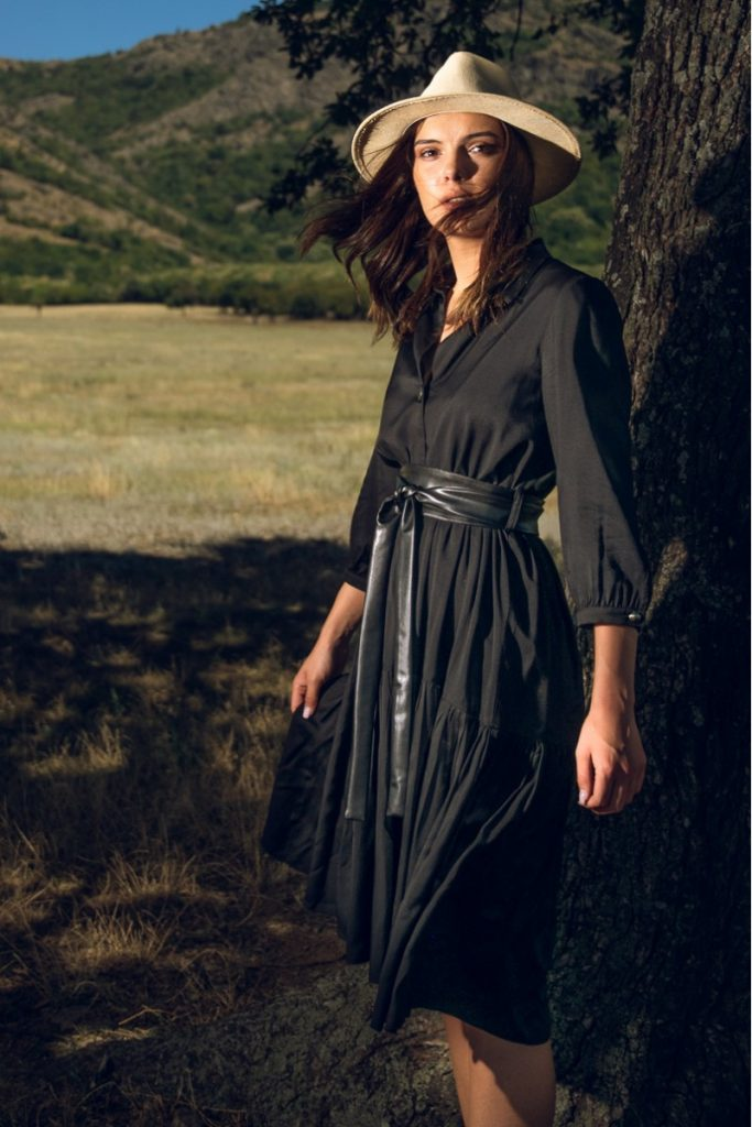 Rochie neagră stil boho chic