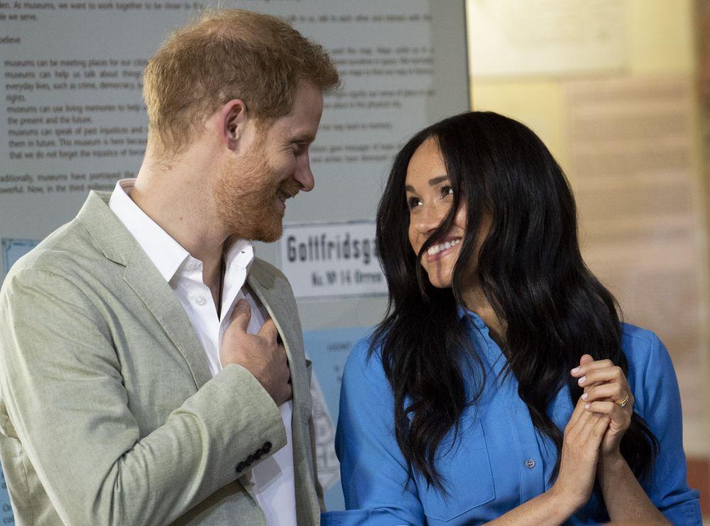 Prințul Harry și Meghan Markle l-au arătat lumii pe micuțul Archie, în vizita lor din Africa! Micuțul e tot numai un zâmbet
