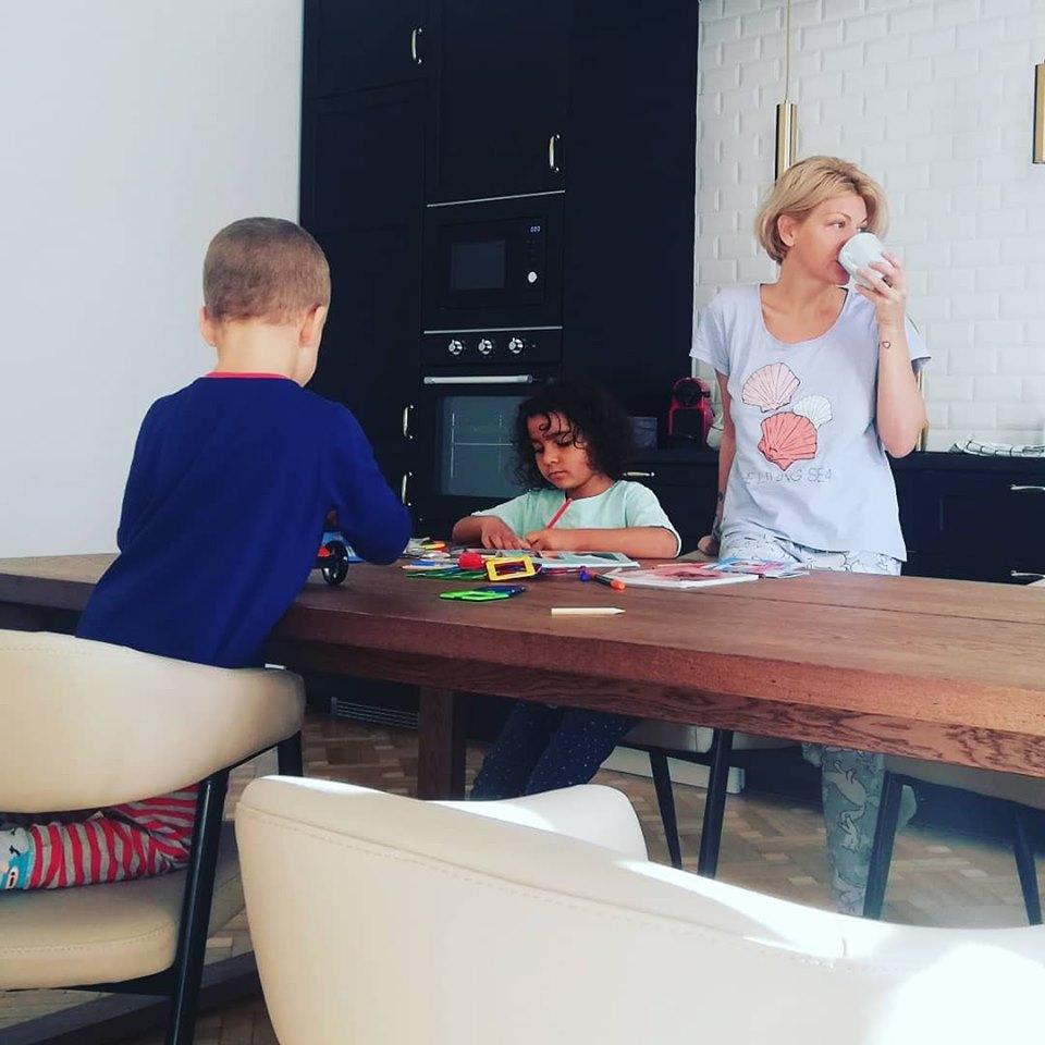 Dana si cei doi copii mai mici