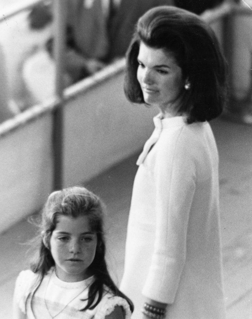 Jackie cu prima nascuta, Caroline