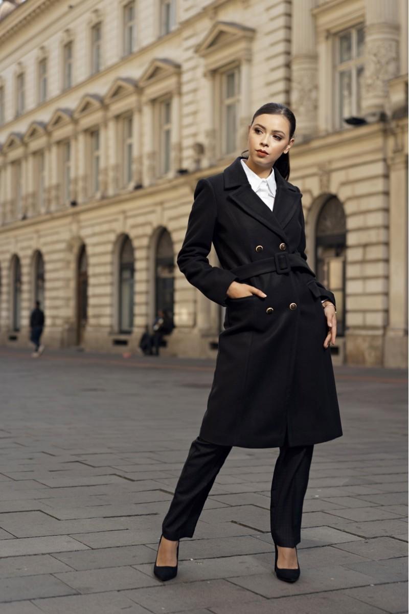 Modele de geci și paltoane în trend: Clasicul palton negru
