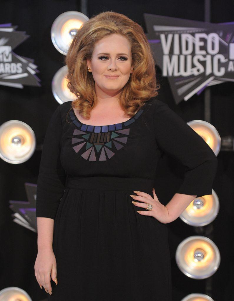 """Adele nu se mai poate opri din slăbit. Fanii sunt foarte îngrijorați: """"E înspăimântător, nu arată prea bine..."""