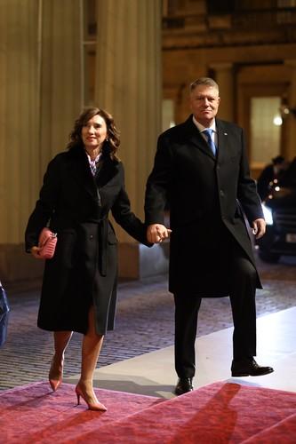 Carmen Iohannis și Melania Trump, superbe la recepţia organizată de Regina Elisabeta a-II-a la Palatul Buckingham. Au atras toate privirile