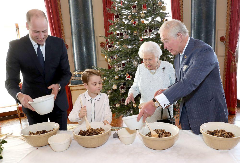 regina poarta poseta si la bucatarie