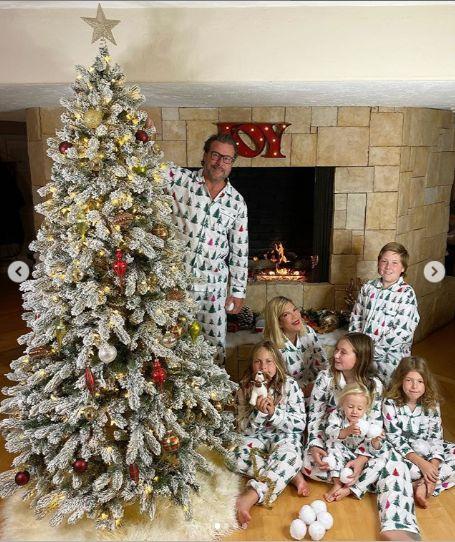 tori au purtat acelasi tip de pijamale